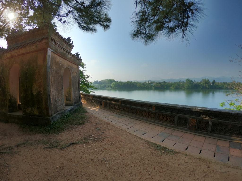 Nördliches Ufer Parfüm Fluss in Vietnam (Hue)